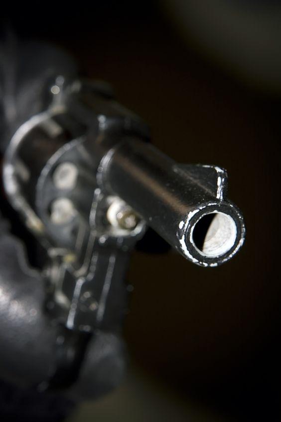 Frattamaggiore, reagisce alla rapina del suo scooter: giovane ferito a colpi di pistola | Report Campania