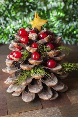 C mo hacer un centro de mesa navide o con pi as mesas - Como hacer un centro de mesa navideno ...