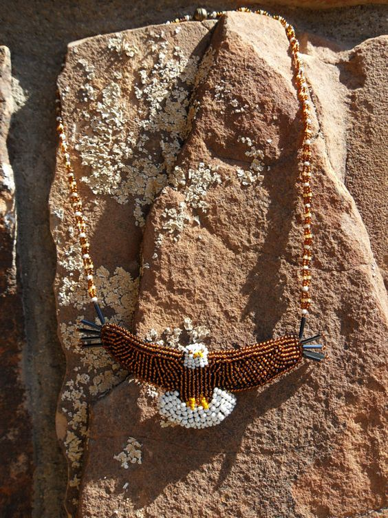 Wulstige Weißkopfseeadler im Flug Stickerei von STARARTjewelry
