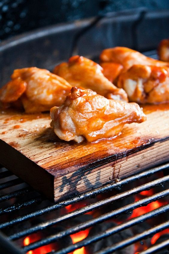Cosce di pollo al barbecue con paprika e tequila. Ricetta per il barbecue.