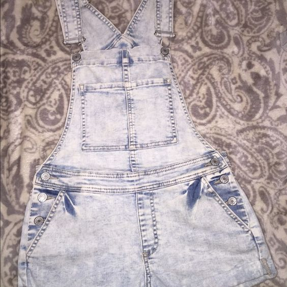 Kendall & Kylie overalls super cute Kendall & Kylie overalls, barely worn Kendall & Kylie Other