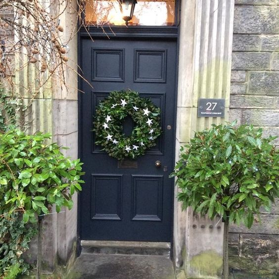 Farrow and Ball Railings Door: Farrow and Ball front doors Christmas Style!