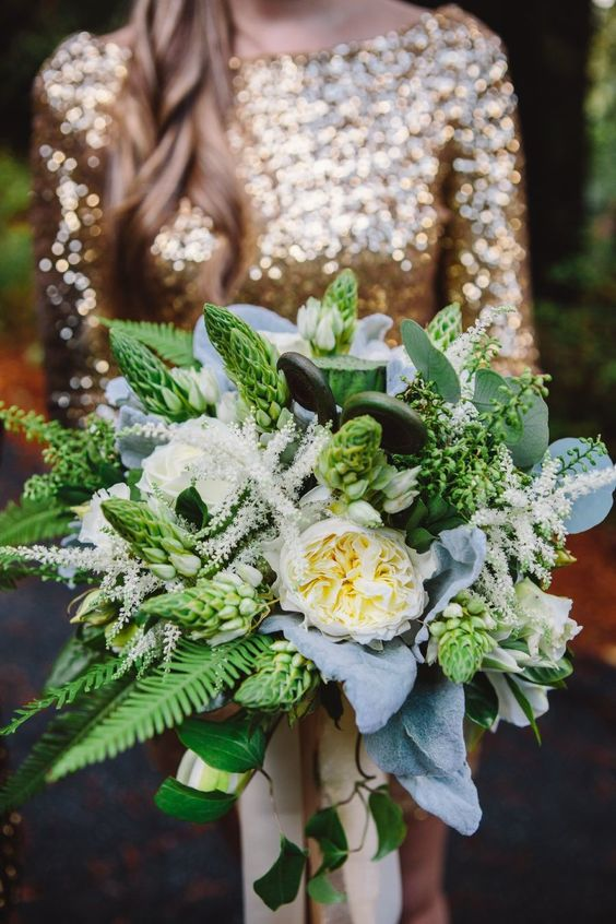 Glamorous Woodland Wedding | Photography: MelissaFuller.com | gold and green
