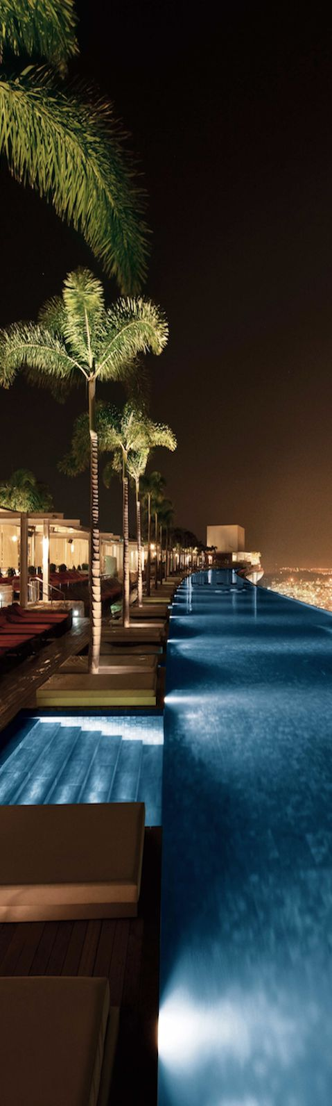 Rooftop Pool, Marina Bay Sands Resort, Singapore - The Most Barely Noticeable Pools all Over the World, The Infinity pool at Marina Bay Sands resort in Singapore