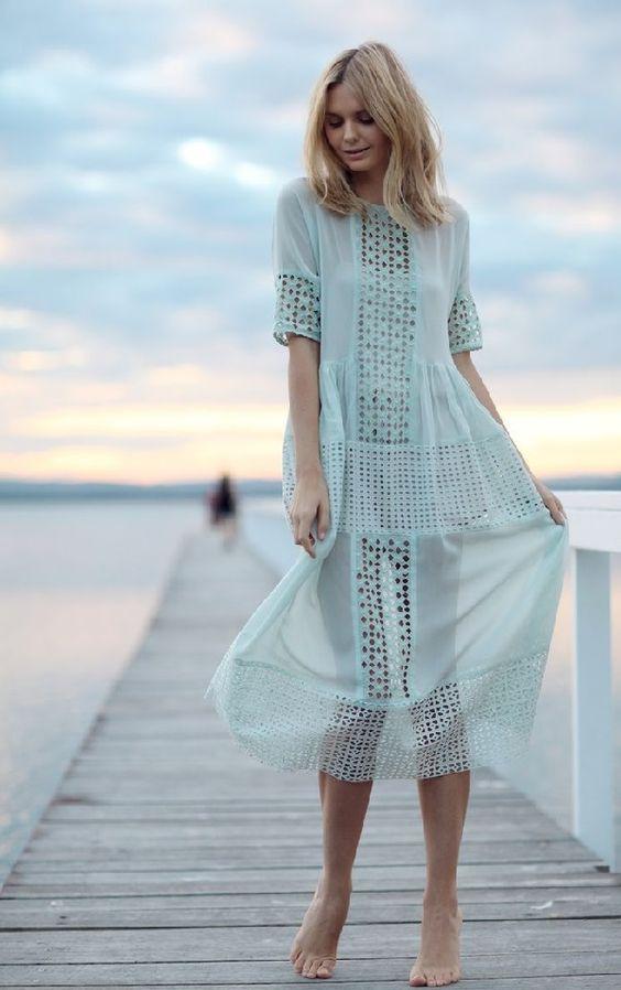 Нежно голубое платье