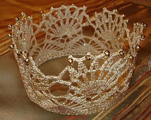 couronne - crown chart - My granddaughter would love this. Maybe Christmas....., BTW the rest of the stuff on the page is not kid stuff. A couple of really nice things.
