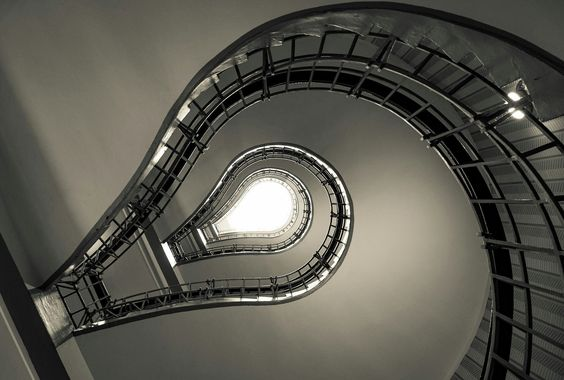 The Twister..  City and architecture photo by maioriellomarco http://rarme.com/?F9gZi