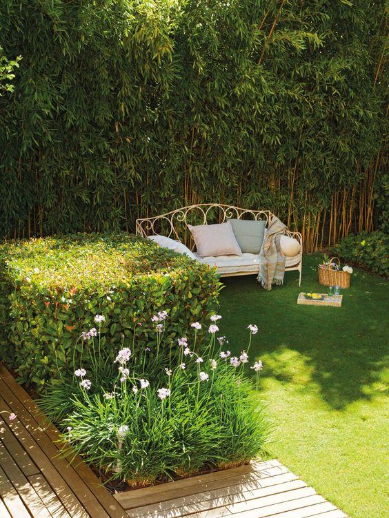 Casa y jard n en verdes y azules casas for Jardines pequenos y bellos