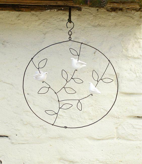 Decorazione in ceramica e filo di ferro/SU ORDINAZIONE/decorazione per la casa da appendere con tre uccellini bianchi/regalo originale by Alisanna #italiasmartteam #etsy