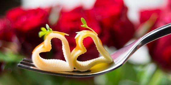 Buon San Valentino amiche e amici d SFILATE.it!!!!http://www.sfilate.it/219916/san-valentino-allinsegna-della-dolcezza-forma-di-cuore