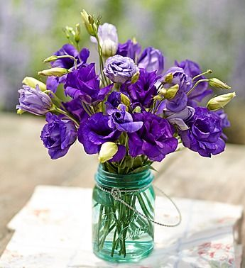 Fresh Cuts Lisianthus Bouquet, 10-20 Stems – 10 Stems with Blue Mason Jar