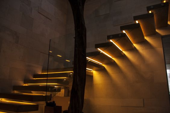 Patio and interiores on pinterest - Iluminacion escaleras interiores ...