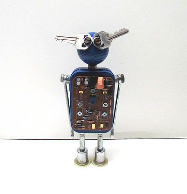 Found Objects Robot Sculpture / Assemblage Robot Figurine https://t.co/ouLTc58FKV https://t.co/ZeptUOeCVe http://twitter.com/Foemvu_Maoxke/status/775168413505290240