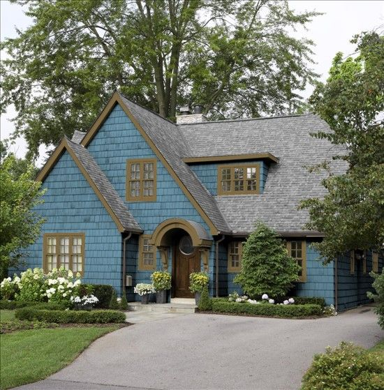 Black And Gray Exterior House In Lakeside Blue Lakeside Cabin Benjamin Moore With Brown
