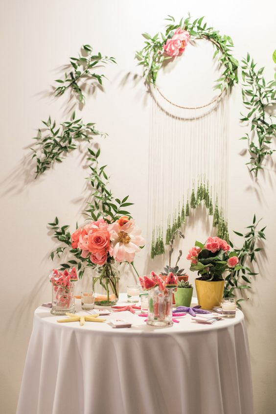 garden inspired cake backdrop idea - photo by Brilliant Imagery http://ruffledblog.com/paletas-de-pina-mexican-wedding-inspiration