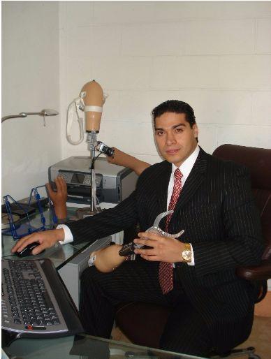 Lee Emprendedor Mexicano produce Prótesis con Impresión 3D Stratasys