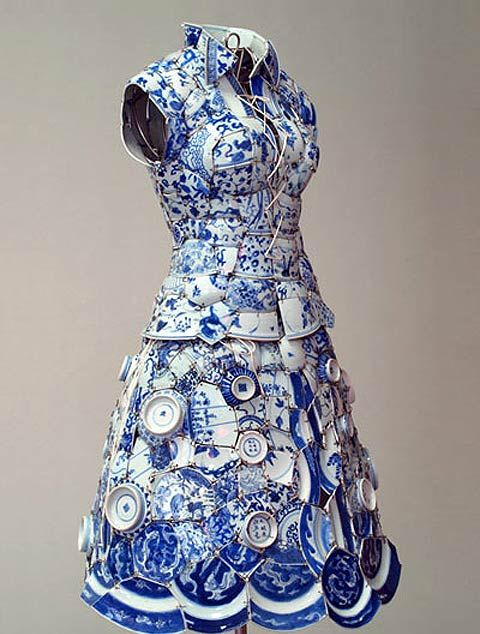 Li Xiaofeng is an artist from Beijing who takes shards of traditional ceramics from the song, ming, yuan and qing dynasties, sews them together on a leather undergarment and thereby creates a new kind of fashion