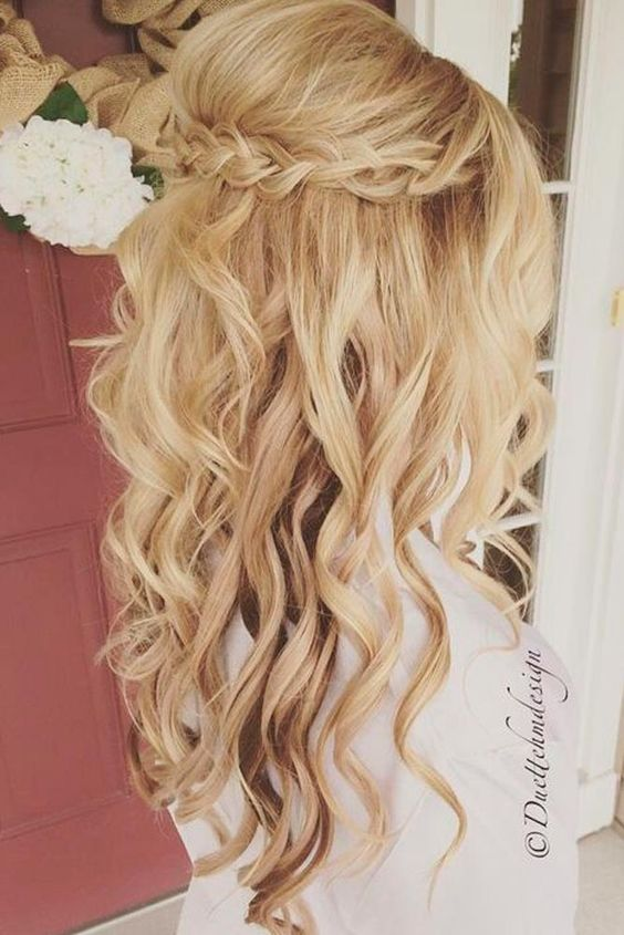 Special compilation of Christmas hairstyles for long hair. More: