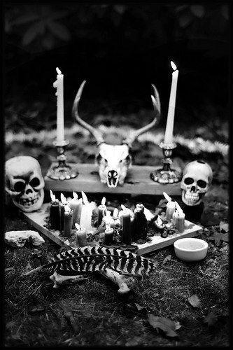 Skulls & bones Altar