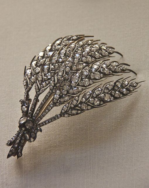 Diamond wheat-ear aigrette, probably, French, about 1850    @Clare Thompson Museum