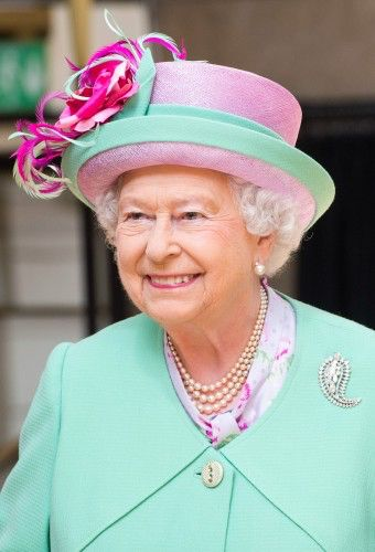 Image from http://royalista.com/wp-content/images/13395/full/1402664498/queen-elizabeth-ii_angela-kelly_hats--h=500.jpg.