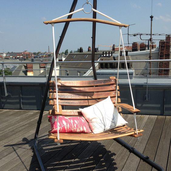Unser Swingchair - ein Hängesessel, Schaukelstuhl aus dem Holz recycelter Weinfässer aus Südafrika. Sitzt man erst einmal drinnen, will man gar nicht mehr raus ;-)