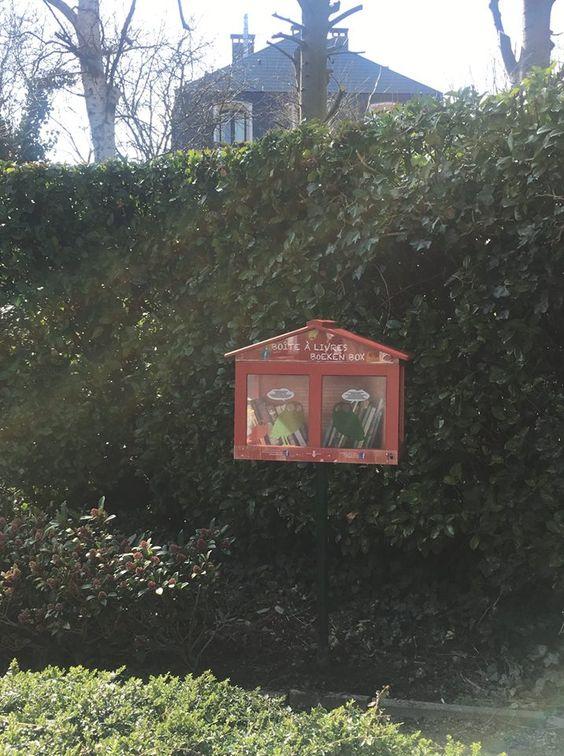 Boîte à livres Woluwe Saint Pierre Père Eudore Devroye