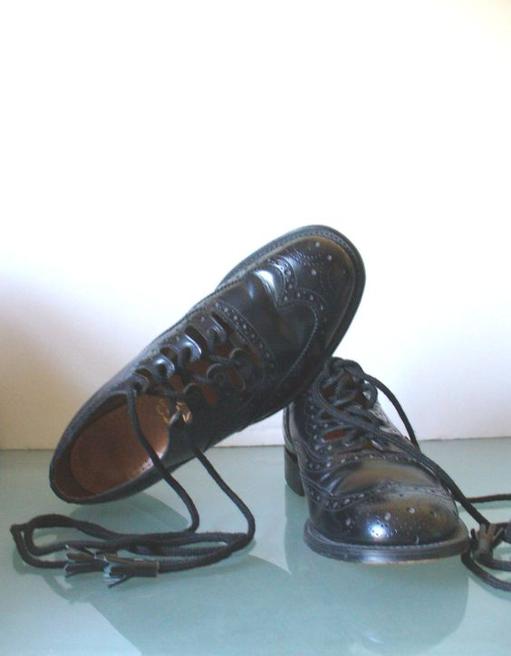 Thistle Made in Britain  Men's Wingtip Gillie Brogues Size 7.5 B by TheOldBagOnline on Etsy