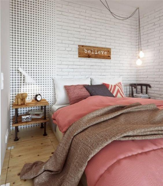 Um apt escandinavo lindo . A parede com tijolos aparentes é um charme !: