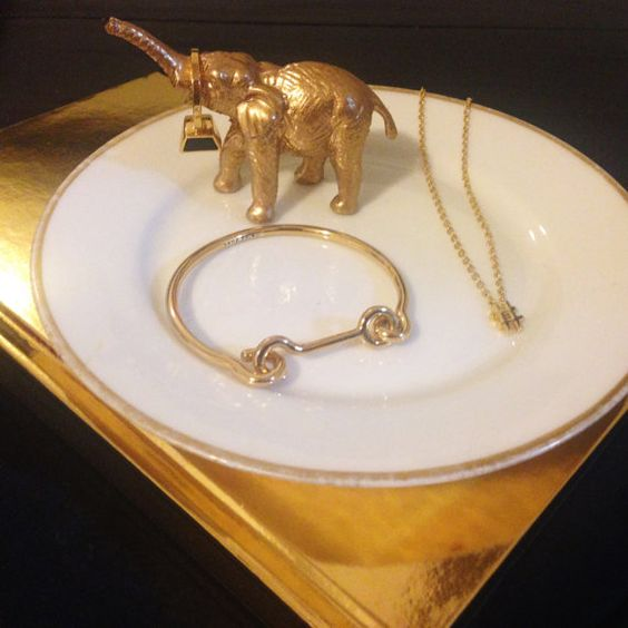 They say, its the little things in life. For this unique jewelry tray, that couldnt be more true! The 6.5x6.5 tray is made of vintage French China, topped with a miniature gold animal, perfect for holding rings!