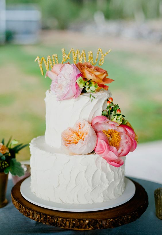 wedding cake with flowers - photo by Bikini Birdie http://ruffledblog.com/destination-hawaii-wedding-at-puakea-ranch