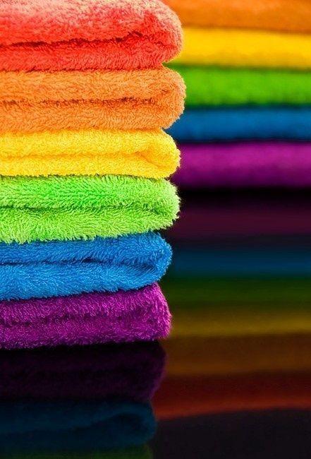 Toalhas de arco-íris! IDEA uma cor para cada membro da família; arco-íris banheiro temático