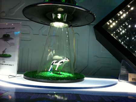 Alien abduction spaceship lamp.....cool!