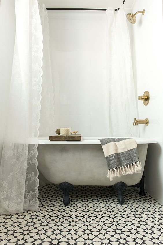 A New Tub Turned Vintage With Lime Amp Chalk Paint Lace