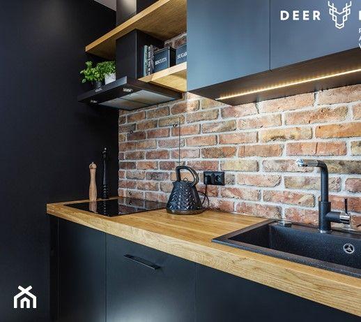 Niebanalne Rozwiazania Na Wilanowie Mala Bezowa Czarna Kuchnia Jednorzedowa W Aneksie Styl Indust Kitchen Inspiration Design Kitchen Design Kitchen Interior