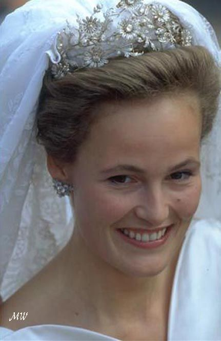 Duchess Sophie Elisabeth, wearing the diamond daisy tiara when she wed Alois, Hereditary Prince of Liechtenstein, on 3 July 1993.: