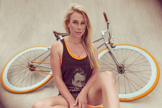 Bike, Babe, Model, Girl, Woman, Photography, Photoshoot, Berlin, Fashion Blogger, Cool, Sexy, Beautiful, Portrait, Sporty, Look, Body, Outfit, Fotograf, Freiburg, London, New York, Christina Key, Christina Keys blog, fashion blogger, photographer, behicle, shooting, pose, posing, outfit,