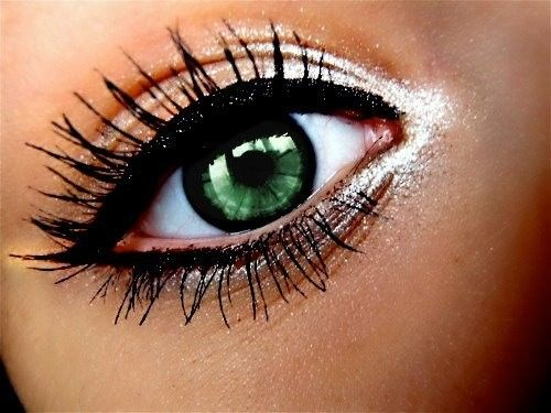 Eye Make-up - the lighter shade in the corner of the eye makes her look bright and wide awake. A good tip for early morning looks!