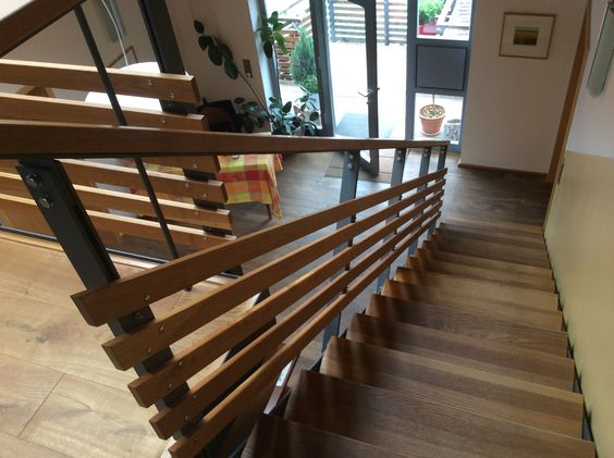 Treppengeländer Holz, Metall mit Holzbelag  Treppe  Pinterest