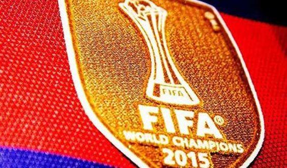 El Barcelona estrena su logo de campeón del Mundo
