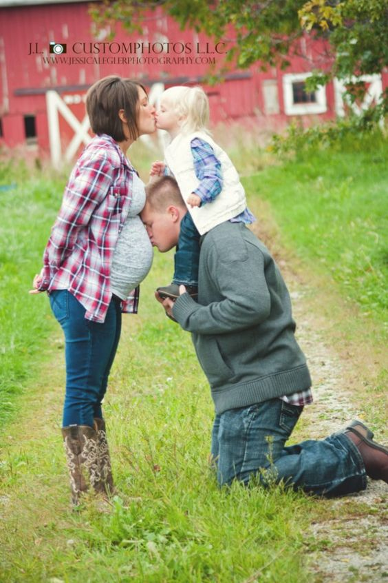 #maternity #pose #Photography rustic outdoor