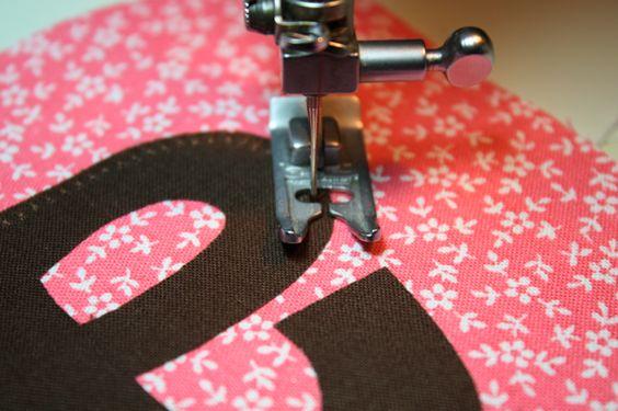 Appliqué tut for curves: Curved Appliques, Sewing Appliques, Applique Tutorial, Applique Stitching, Applique Curved