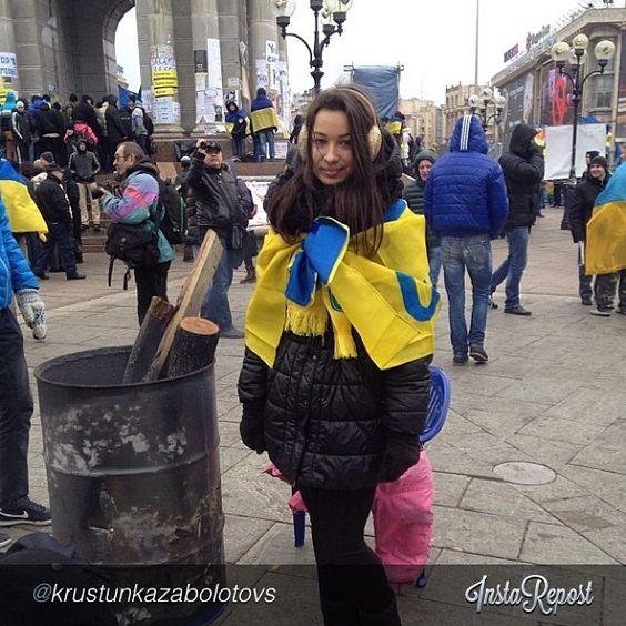 "euromaidan_ua  2013-11-29 10:41:33  via Instagram by @krustunkazabolotovska ""#єс#євромайдан"" via @InstaReposts"