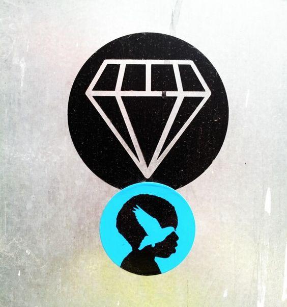 Diamante negro, stickers en la calle, autor desconocido. (Photo Juan C. García)