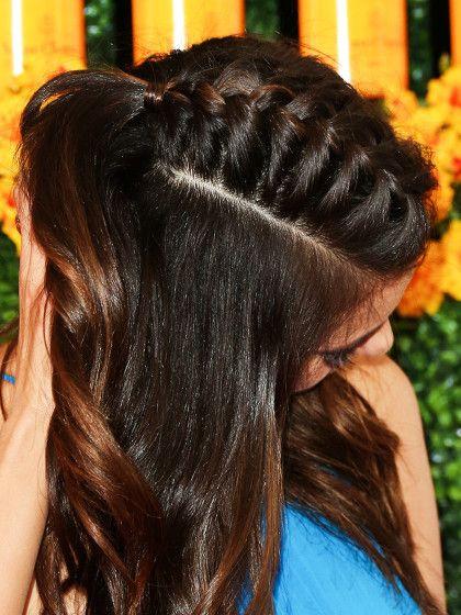 Flecht-IroMindestens genauso schön ist dergeflochtene Fake-Irokese. Dafür trennt ihr euch mit einem Stilkamm eine Partie mittig am Oberkopf ab. Sie seitlichen Partien könnt ihr erst mal wegstecken oder mit einem Haargummi zubinden. Dann flechtet ihr wie gewohnt einen französischen Zopf - aber ebenstatt über den ganzen Kopf nur entlang des abgetrennten Passes. Am Hinterkopf schließt ihr den Zopf mit einem feinen Haargummi. Die Längen könnt...