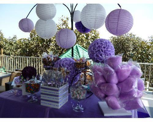 Mesa de dulces para boda morada buscar con google mesa for Arreglos con globos para boda en jardin