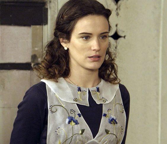 Maria surpreende Anastácia por usar uniforme (Foto: TV Globo)
