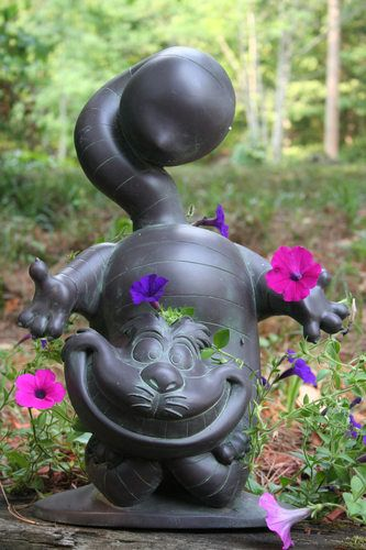 Cat garden cheshire cat and garden statues on pinterest for Figurine decoration jardin