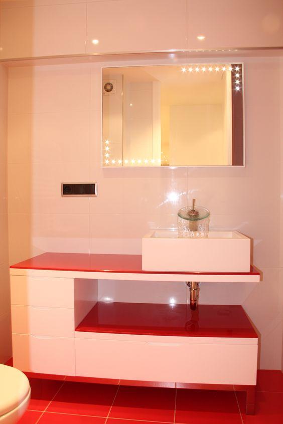 Mueble rojo de ba o lacado en blanco muebles de ba o - Mueble bano blanco ...