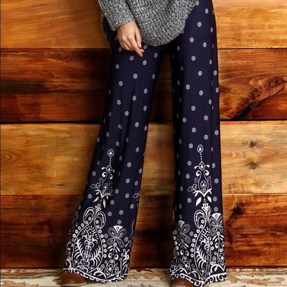 """Nasty Gal Palazzo pants High waist navy and white printed palazzo pants. 32.5"""" inseam. Beautifully flowing, light, stretchy pants for being casually chic. Nasty Gal Pants Wide Leg"""